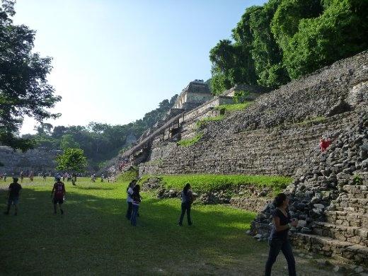looking towards the Templo de las Inscripciones