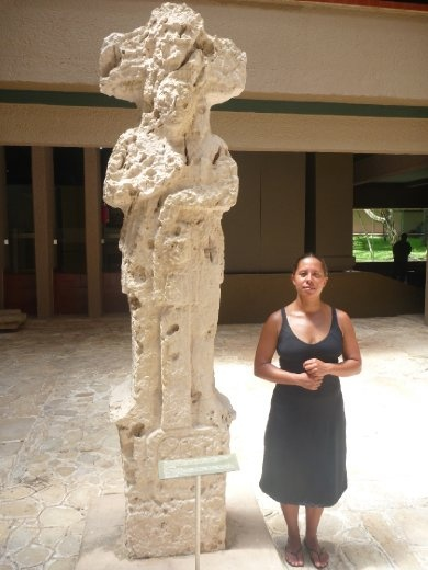 D with an ancient statue