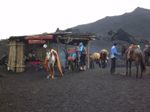 taxi drop off point and souvenir shop...at the top of the volcano