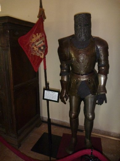 Knights Templar battle suit. Remember Da Vinci Code?