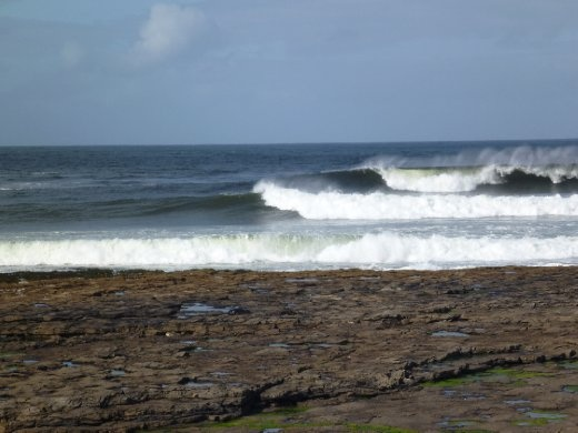 A lot of good surfing happening here