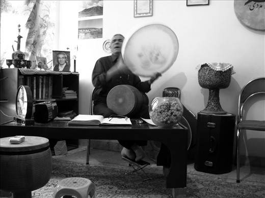 A great sufi music master.After the revolution of '79 found difficulty in playin