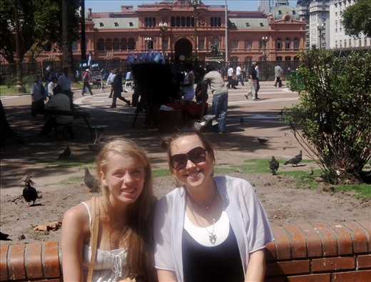 Lotje and I in front of Casa Rosada (pink house) in Plaza de Mayo