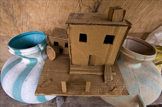 Each one at it's place: cardboard play house explains the diferences.