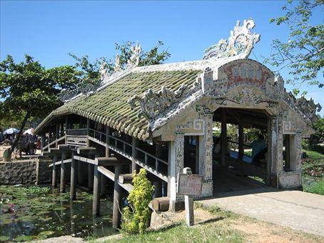 Japanese covered bridge, nr. Hue