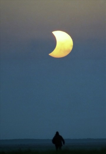 Torbat-e-Jaam partial eclipse in March 2007. Taken by an analog camera ( Minolta X370-s ) & Negative Iso 400.