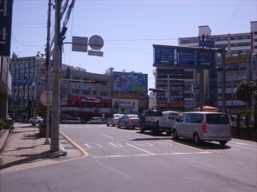 Downtown Tongyeong...4 min walk from my apartment!