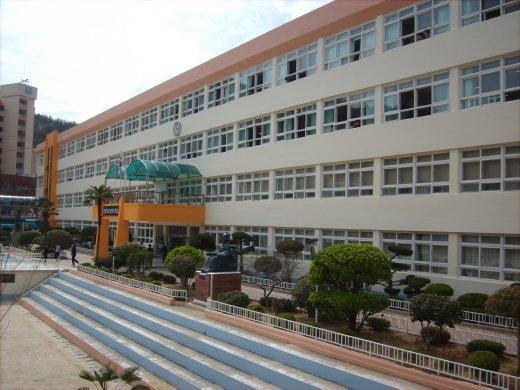 Main school building - Tong Yeong II - South Korea ...