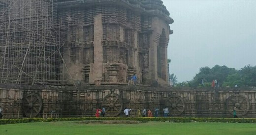 Notice the wheels along the bottom level. This temple was designed to move (figuratively).