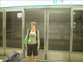 Waiting for the Airport Express...can you tell its 6.00 in the morning?: by chloe, Views[186]