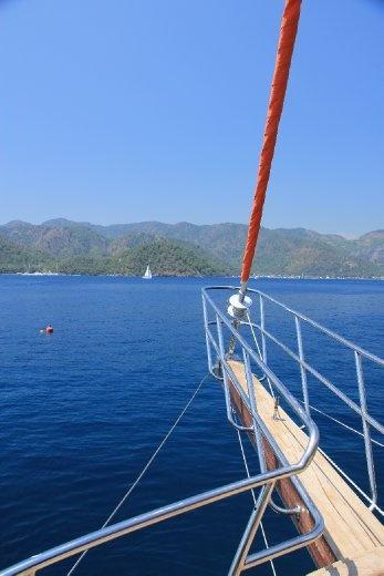 12 islands boat cruise