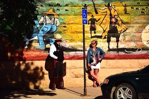 Locals chatting, Wild West Cody