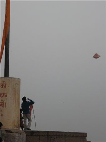 Kids flying kytes on the Ghats