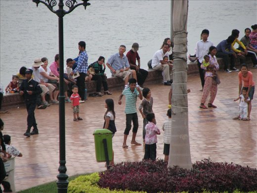 Phnom Penh - Kids dancing on the waterfront, a regular pastime