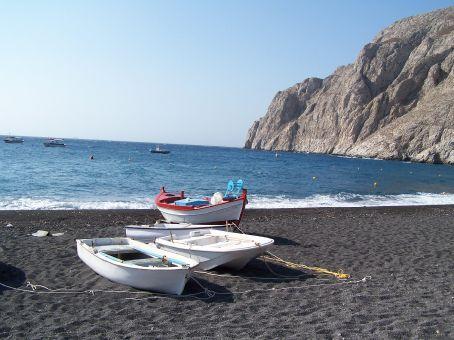 Black sand beach (Santorini)