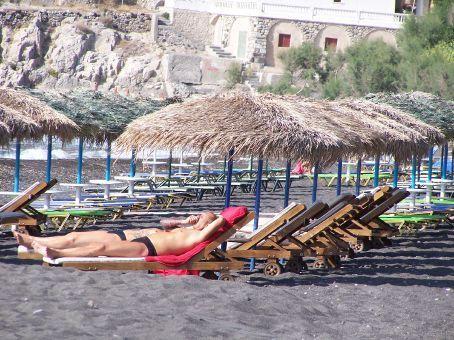 Kamari's black sand beach (Santorini)