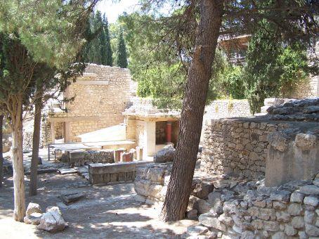 Palace of Knossos, b. 1900 BC (Crete)