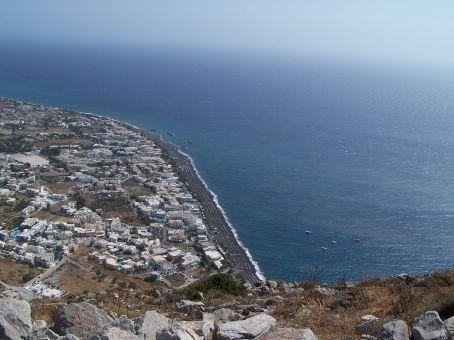 View of Kamari from atop Mesa Vuono