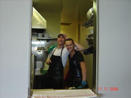 Heikki ja saksalainen Felix tiskaamassa