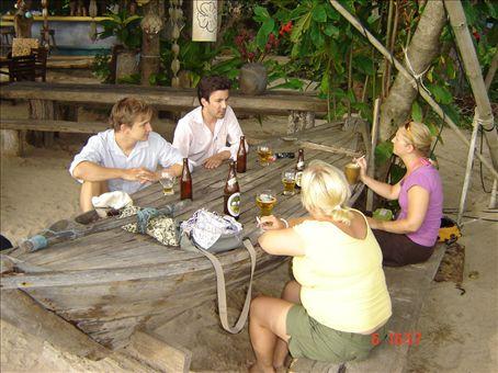 Franko, Wolfgang, Minna ja Suvi iltapaivakaljalla