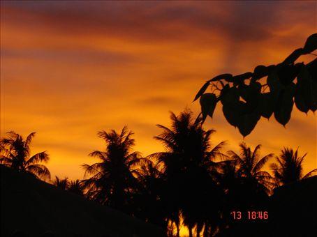 Auringonlasku Raya Yai saarella
