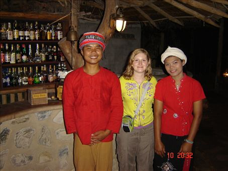 Entisia tyokavereita Khao sokin kansallispuistossa.