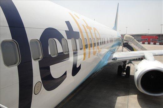 Jetliten boeing 737-800 jolla lensin Delhista Kathmanduun.