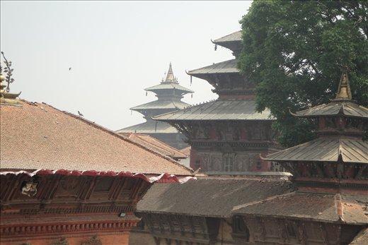 Temppelia temppelin peraan.