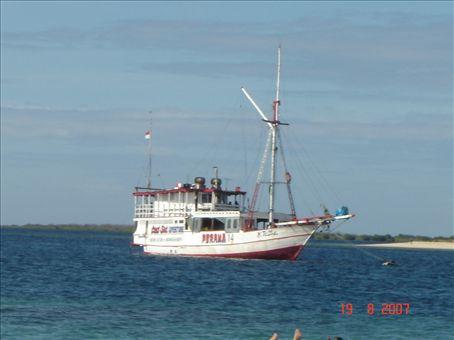 Perama-laiva, jolla matkustettiin 3pv Lombokista Floresiin.