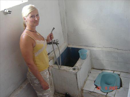 Ekan majapaikan vessa Labuan Bajossa, aika kamala.