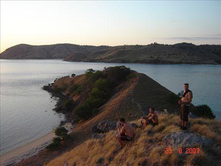 Auringonlaskua odottamassa, Seraya island.
