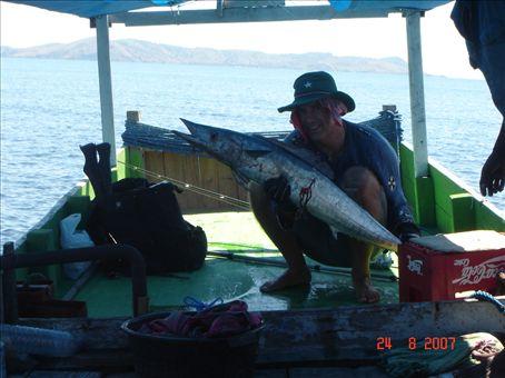 Hollantilainen sai ison kalan (wahu?) matkalla Kanawa-saarelle.