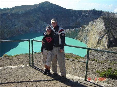 Kelimutu-tulivuori ja turkoosi kraaterijarvi. Flores.