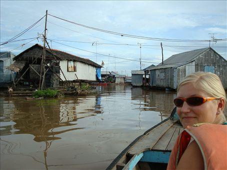 Suvi ja kelluvakyla Mekongjoella, Vietnam