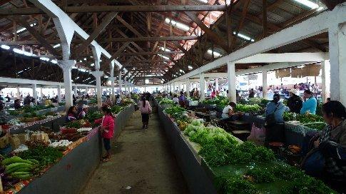 Markt in Luang Nam Tha - Die Fleischabteilung haben wir leider nicht fotografiert, is aber wohl auch besser *kotz*