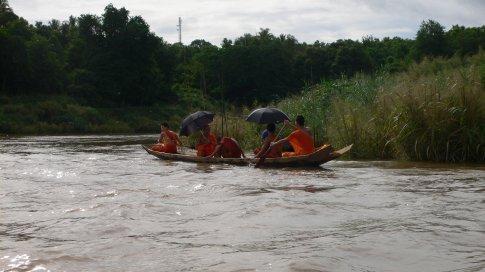 Luang Prabang / monk boat