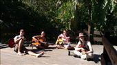 Jamming at the hostel in Byron Bay: by daan, Views[245]