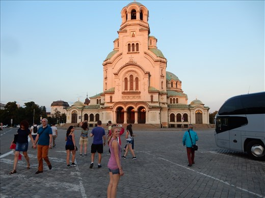 St. Aleksander Nevski Cathedral can hold 10,000 people.