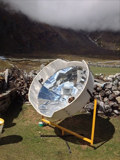 Solar oven boiling a pot of water.