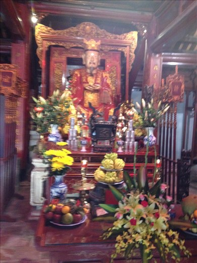 An altar to Confucius and his disciples.