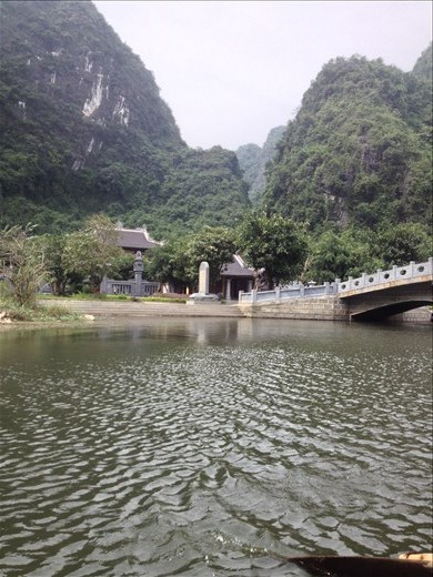 With its series of caves and rivers Trang An was easy to defend and difficult to attack.