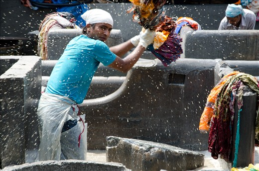 At work is common to see men washing several pieces of clothing at a time against a hard surface.
