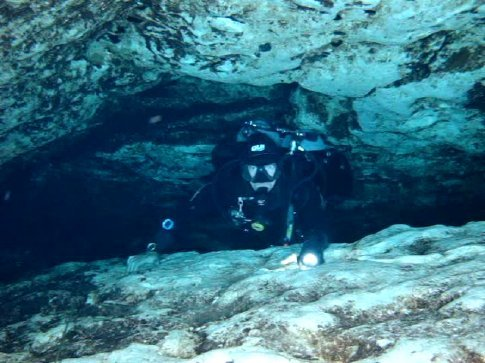 Cave Diving At Ginnie Springs Florida Usa Worldnomads Com