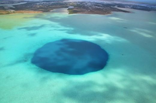 Pulau Andros Pemilik Lubang Biru Yang Tidak Terjamah