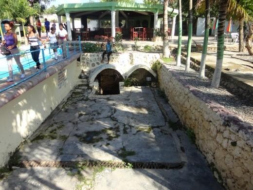La Roca - entrance