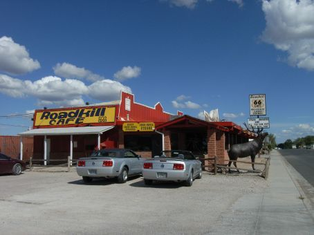Route 66 RoadKill Cafe - moto - 'you kill it, we grill it'