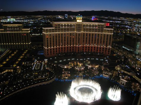 Bellagio fountains. Dancing to 'Viva Las Vegas'