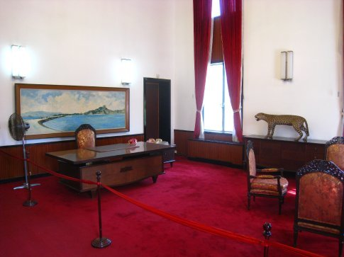 The office of the presidant of south vietnam in all its 70's (lack of) style.