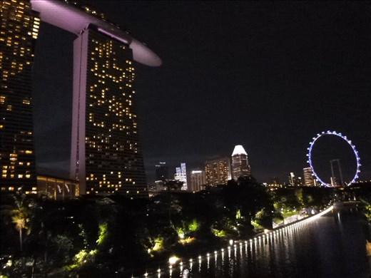 Marina Bay Hotel and wheel