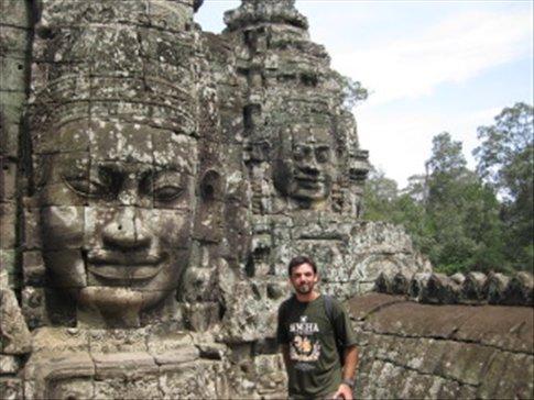 La maravilla de Bayon (Angkor), 54 torres con 216 rostros tallados del rey Avalokiteshvara